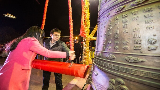 Blessing for the New Year by Striking Bell 新年撞钟